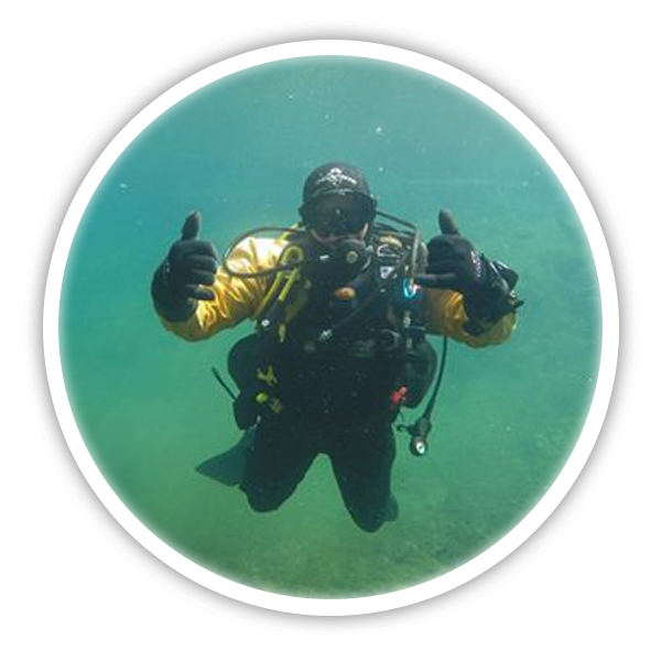 Scuba diver training available with the Pembrokeshire Scallops team. Neil Walters PADI diving instructor underwater photo.